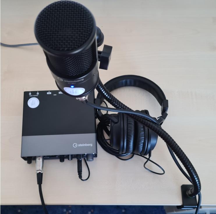 Audio-Interface UR22C mit Schwanenhals-Mikrofonbefestigung